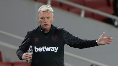 West Ham boss Moyes, two players test positive for coronavirus