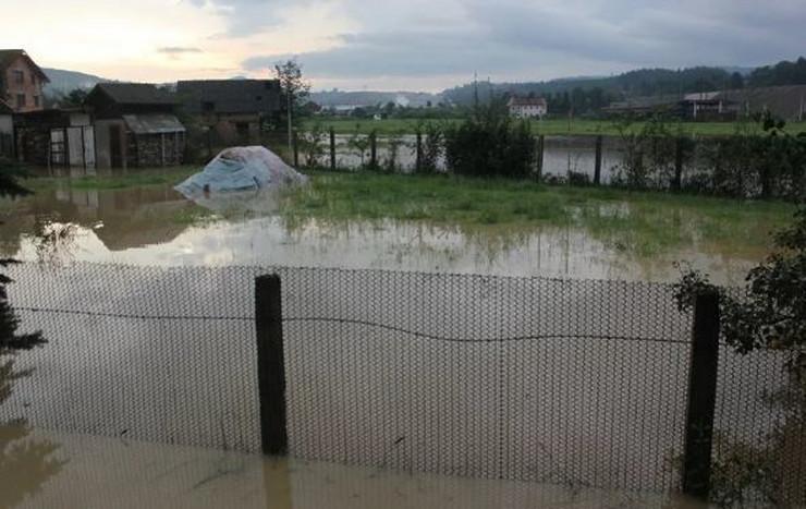 reka izlivanje poplava