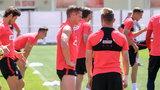 Wpadka polskiego piłkarza na treningu. Koledzy się uśmiechali