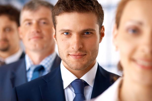 Młodzi przedsiębiorcy, nieposiadający własnych środków na rozpoczęcie działalności mogą skorzystać z różnorodnych dotacji na start swojej firmy.