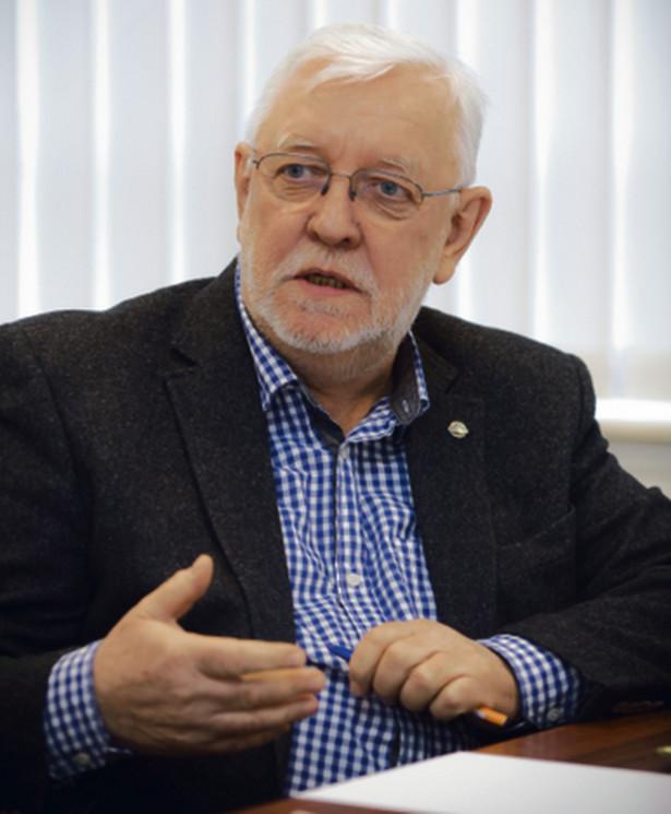 Jerzy Stępień, wiceminister spraw wewnętrznych i administracji w latach 1997–1999, sędzia Trybunału Konstytucyjnego w stanie spoczynku, a w latach 2006–2008 prezes TK