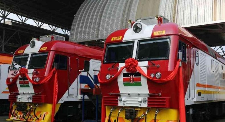 The ultra-modern 6,000 litre diesel-powered locomotives can run at a top speed of 158 kilometres per hour. They have an overall length of 220 meters.