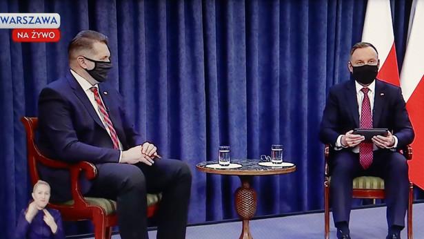 Prezydent RP Andrzej Duda, minister edukacji i nauki Przemysław Czarnek podczas sesji pytań i odpowiedzi na temat powrotu uczniów do szkół