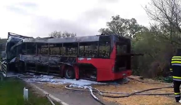 Izgoreli autobus u kom su stradale tri osobe