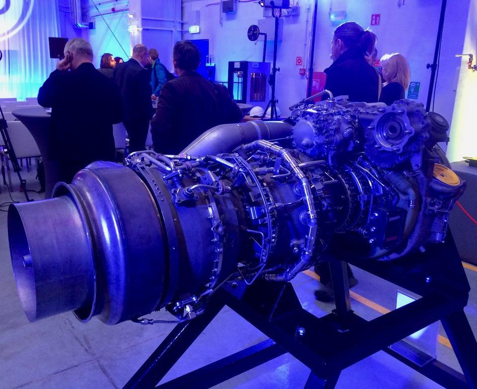 To silnik turbośmigłowy CT7-9. Waży ponad 360 kg.