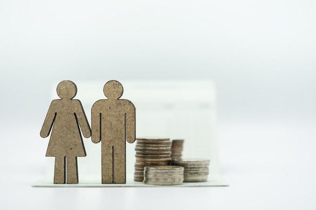 Zmniejszenie emerytury lub renty następuje w przypadku przekroczenia o co najmniej 70 proc. przeciętnego wynagrodzenia.