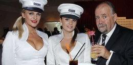 Pan senator, wódka i piękne hostessy! FOTO