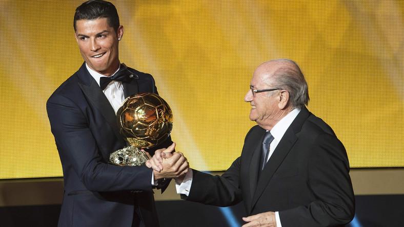 W plebiscycie, w którym uczestniczą kapitanowie i trenerzy wszystkich reprezentacji narodowych zrzeszonych w FIFA oraz dziennikarze z całego świata, napastnik reprezentacji Portugalii i Realu Madryt wyprzedził Argentyńczyka Lionela Messiego i Manuela Neuera z Niemiec.