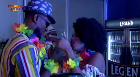 Omashola and Khafi are beginning to stregthen their relationship in the BBNaija2019 house [Twitter/BBNaija]