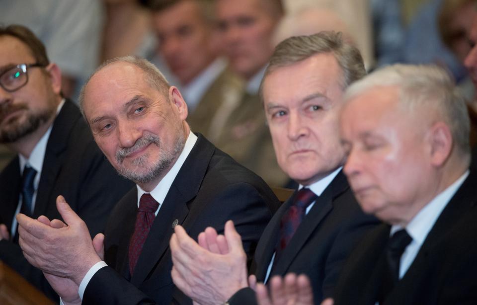 Kaczyński na uroczystości odsłonięcia pomnika ofiar: Smoleńsk musi być pamięcią wspólną