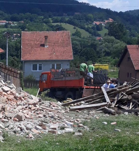 Stara kuća je srušena do temelja