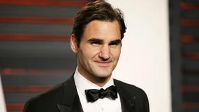 Roger Federer ucieka przed... dinozaurem