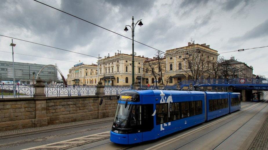 Napastnikowi z krakowskiego tramwaju grozi do pięciu lat pozbawienia wolności