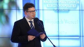 """Andrzej Duda wręczył nagrodę """"Zasłużony dla Polszczyzny"""". Rada Języka Polskiego protestuje"""
