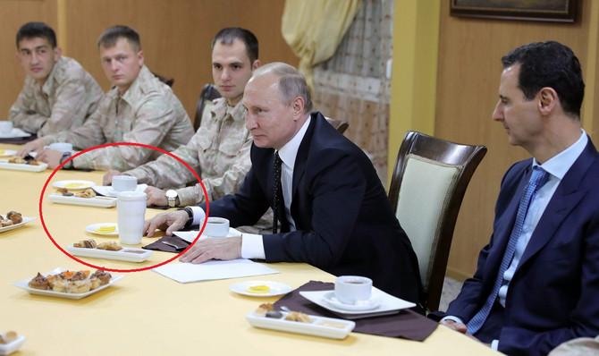 Vladimir Putin se ne odvaja od svog belog termosa