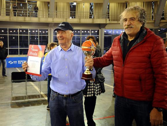 Branko Kovačević je predao Zoranu Ninkovu specijalnu zahvalnicu