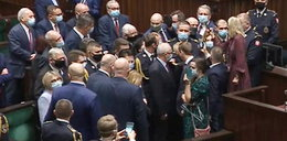 Awantura w Sejmie! Terlecki wyklucza posłów, interweniuje Straż Marszałkowska! - RELACJA NA ŻYWO