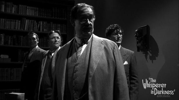 """Kadr z filmu """"Szepczący w ciemności"""", ekranizacji opowiadania H.P. Lovecrafta"""