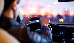 Kierowcy na celowniku złodziei. Tak kradną pieniądze z konta