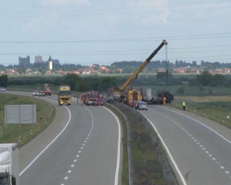 630609_sremska-mitrovica01-izgoreo-bugarski-kamion-foto-narcisa-bozic