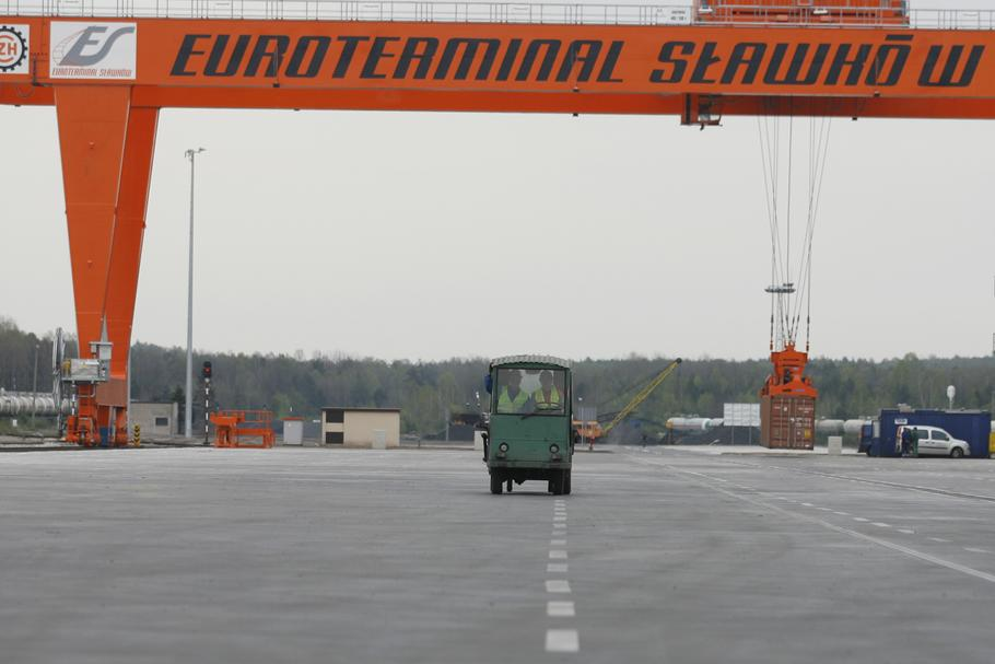 Pierwszy pociąg kontenerowy wyruszył z chińskiego miasta Xi'an do stacji Sławków 24 grudnia. Przejedzie w sumie 9477 km