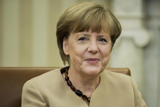 """""""Poszerzenie przepisów o podwójnym obywatelstwie nastąpiło w drodze gorzkiego kompromisu, który się nie sprawdził. Niemieckie obywatelstwo to nie jest jakaś tandeta, którą można ot, tak sobie wziąć"""" - powiedział Scheuer w środę."""