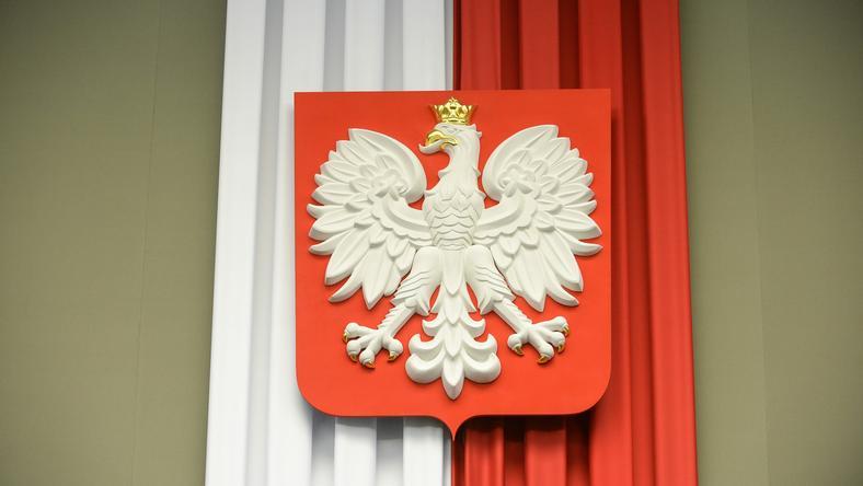 Eksperci podkreślają, że barwy flagi w Sejmie są niezgodne z obowiązującą ustawą