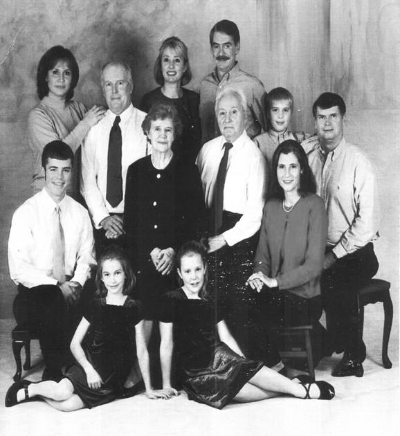 Vujica Jevđević sa porodicom