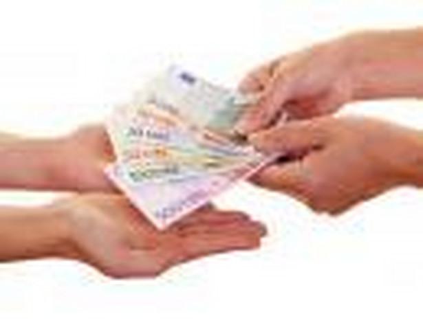 Monitoring wierzytelności prowadzony przez faktora, powinien przyczynić się do skrócenia opóźnień w płatnościach.
