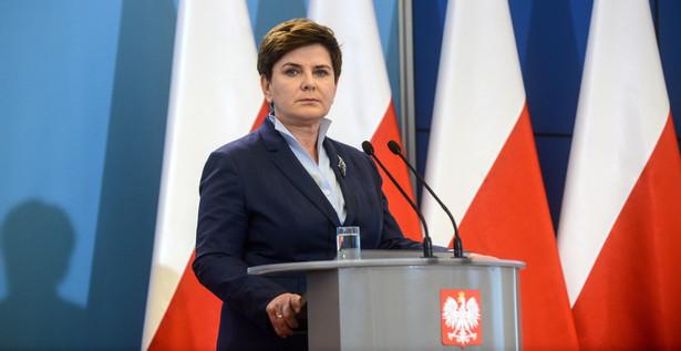 """""""W ciągu ostatniego miesiąca nieznacznie poprawił się także społeczny odbiór premier Beaty Szydło."""""""