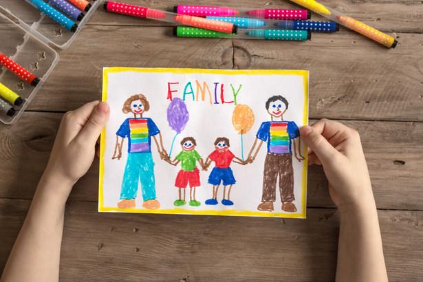 """Przywrócenie określeń """"rodzic 1"""" i """"rodzic 2"""" ma na celu """"zagwarantowanie zgodności z normami , wprowadzonymi przez regulamin UE."""