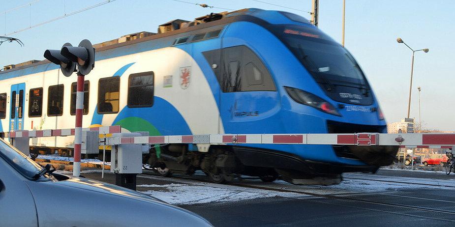 Przejazd kolejowy w Dolicach zamknięty dla aut