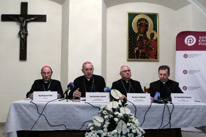Obostrzenia dla kościołów. Episkopat zaapeluje do biskupów o przestrzeganie zasad