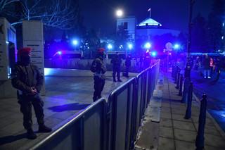Strajk kobiet w okolicach Sejmu. Policja zablokowała przemarsz i wezwała do rozejścia się