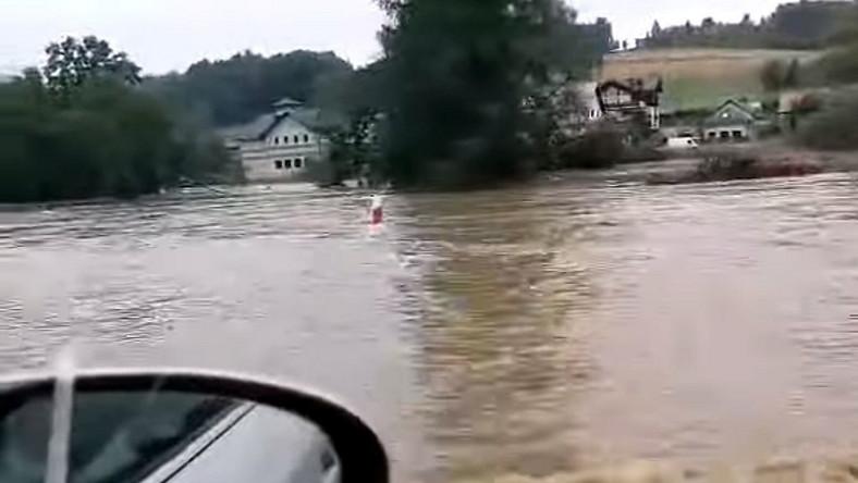 Zakopianka zalana przez powódź błyskawiczną