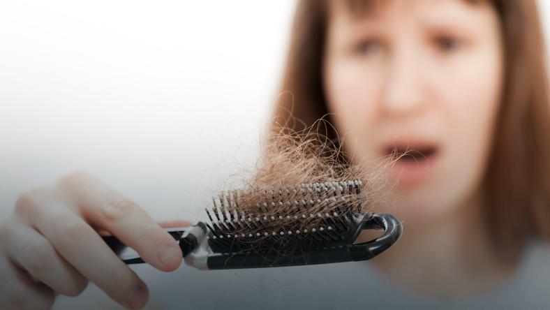 Włosy zaczęly wypadac mi garściami! Co robić?
