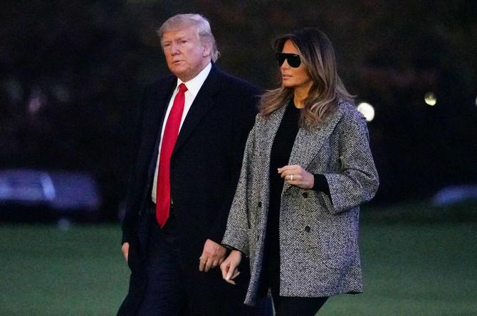 Sivi kaput Melanije Tramp