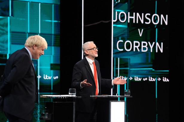 Brytyjski premier Boris Johnson nieznacznie wygrał wtorkową pierwszą debatę telewizyjną z liderem opozycji Jeremym Corbynem - wynika z przeprowadzonego na gorąco sondażu ośrodka YouGov. Na zwycięstwo Johnsona wskazało 51 proc. badanych, na Corbyna - 49 proc.