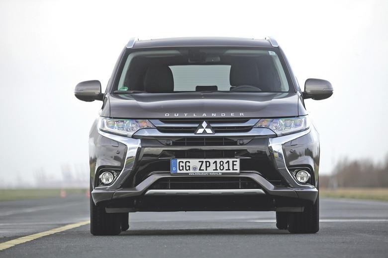 Hybrydowi pogromcy diesli - Mitsubishi Outlander PHEV i Toyota RAV4 Hybrid