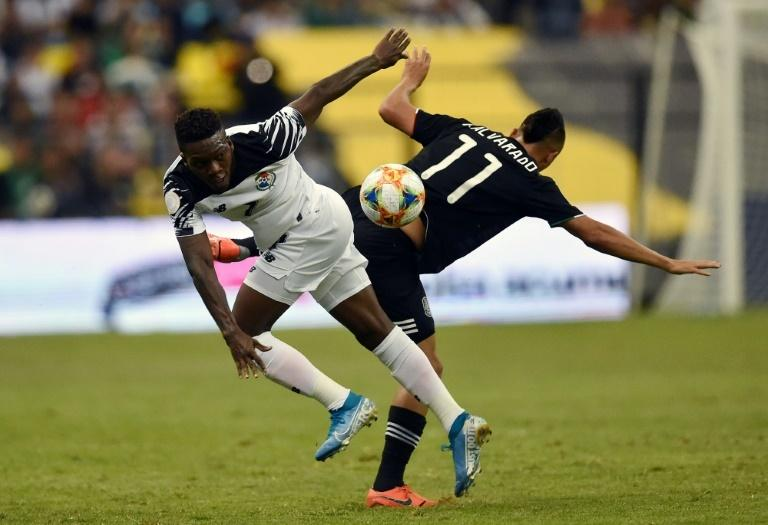 Panama's Jose Rodriguez (L) vies for the ball with Roberto Alvarado of Mexico during their Concacaf Nations League football match at the Azteca stadium in Mexico City on October 15, 2019