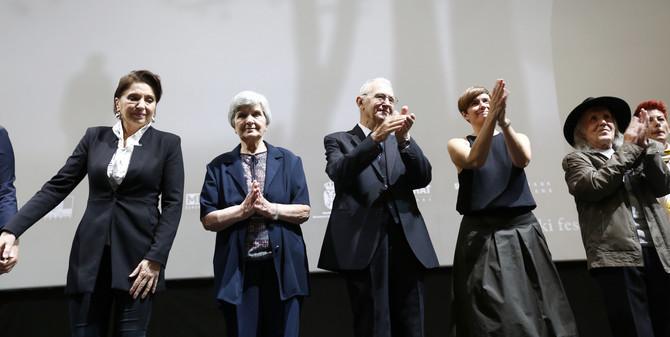 Mirjana Karanović, Nada Vlaisavljević, Millorad Jandrić, Živko Zelenbrz i Dana Budisavljević na  sinoćnoj beogradskoj premijeri