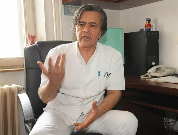 Dr Nedeljko Radlović, pedijatar u Univerzitetskoj dečjoj klinici