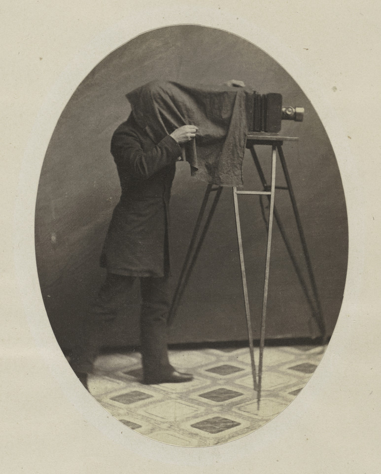 "Brak autora - ""Studio photographer at work"" (ok. 1855)"