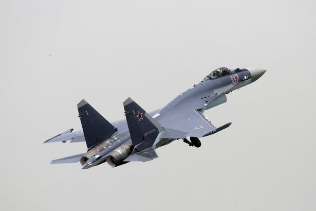 Rosyjski myśliwiec Suchoj SU-35