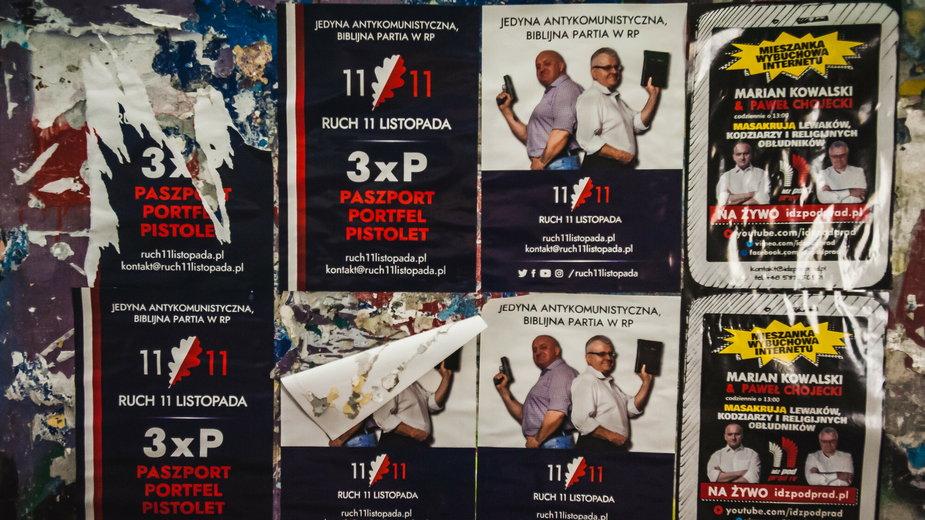 Plakaty Ruchu 11 Listopada. Marian Kowalski oraz pastor Paweł Chojecki