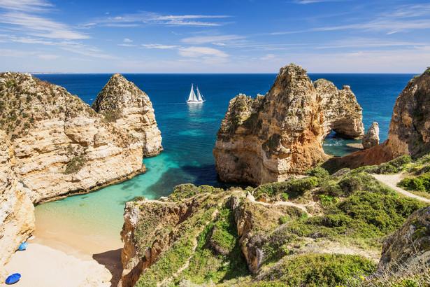 W przeszłości na portugalskich plażach poza sezonem letnim prowadzona była akcja zastępowania ratowników morskich surferami