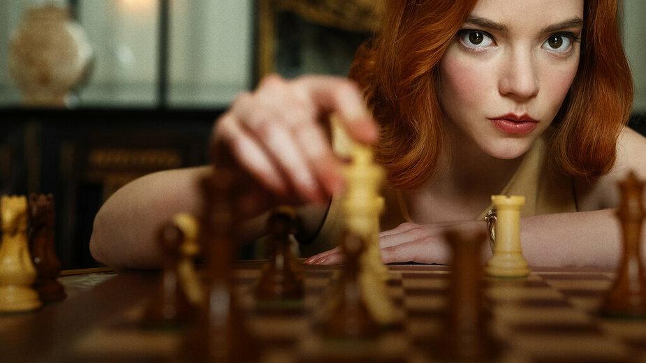 "Anya Taylor-Joy jako Beth Harmon w serialu ""Gambit Królowej"""