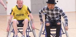 Lewis Hamilton na wózku inwalidzkim! Zobacz co się stało?