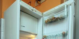 Siostra zamknęła lodówkę na kłódkę. Brat wezwał policję