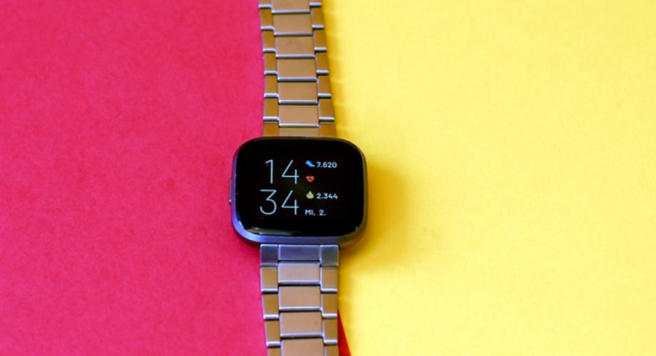 Fitbit Versa 2 im Test: Solide Modellpflege mit Alexa